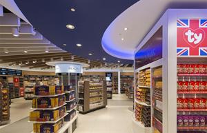 Die Ladenfläche WHSmith im Flughafen von Gatwick