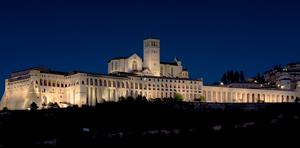 Nueva iluminación externa del Sacro Convento de Asís